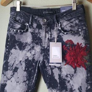 NWT - Zara Embroidered Bleach Jeans
